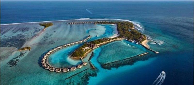 سياحة بين جزر القمر -%D8%A7%D9%84%D9%82%D9%85%D8%B1-e1561547238989